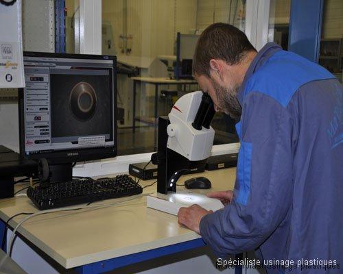 Microscope de mesure sans contact