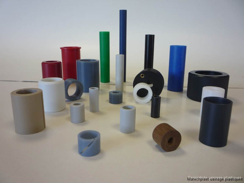 Tous domaines : Entretoises plastiques et rouleaux